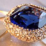Blauer Saphir Silber mit Saphir und Cubic Zirconias an einer Kette hängend Edelsteine Schmucksteine Zirkonia Heilsteine Qualitätsfaktoren - Wert & Kosten